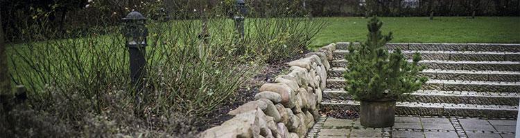 Anlægsarbejde der viser en flot stensætning